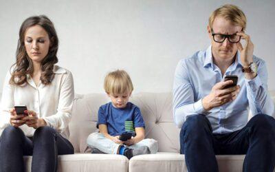 La solitudine digitale: sempre più connessi e sempre più soli